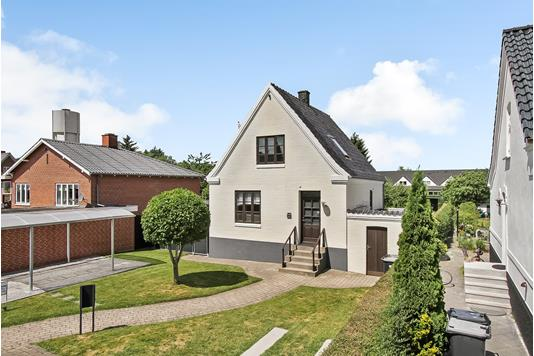 Villa på Christiansborgvej i Randers NØ - Ejendommen