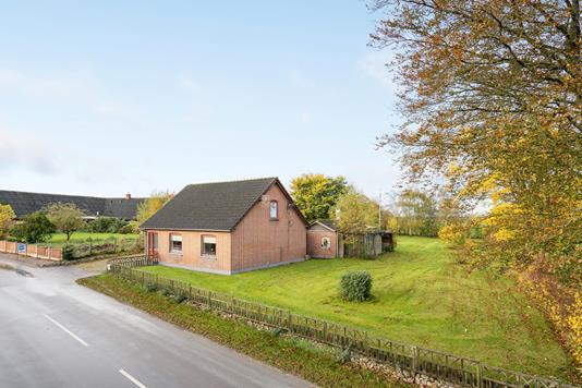Villa på Thorsøvej i Fårvang - Ejendommen