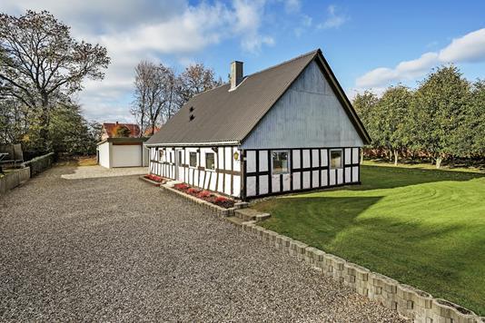 Villa på Langåvej i Langå - Ejendommen
