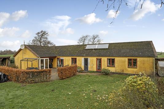 Villa på Tuesbakkevej i Ulstrup - Ejendommen