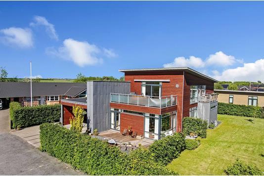 Villa på Degnebakken i Gjerlev J - Ejendommen