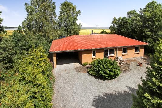 Villa på Rougsøvej i Ørsted - Ejendommen