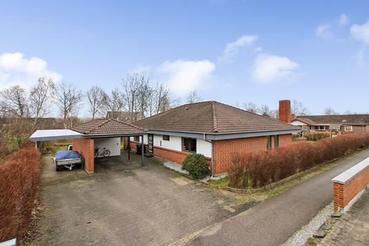 Villa på Sofienlundparken i Ulstrup - Ejendommen