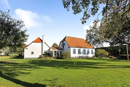 Landejendom på Karmark Skovvej i Ulstrup - Ejendommen