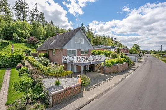 Villa på Solsortevej i Ulstrup - Ejendommen
