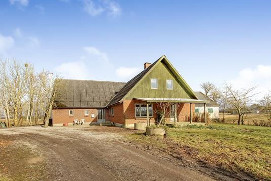 Landejendom på Terp Skovvej i Ulstrup - Ejendommen