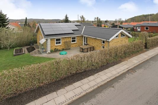 Villa på Skolevej i Ulstrup - Ejendommen