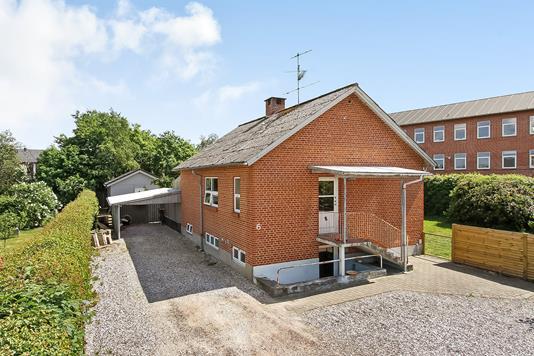 Villa på Kirkevænget i Ulstrup - Ejendommen