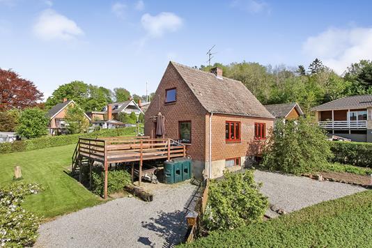 Villa på Lee Byvej i Bjerringbro - Ejendommen