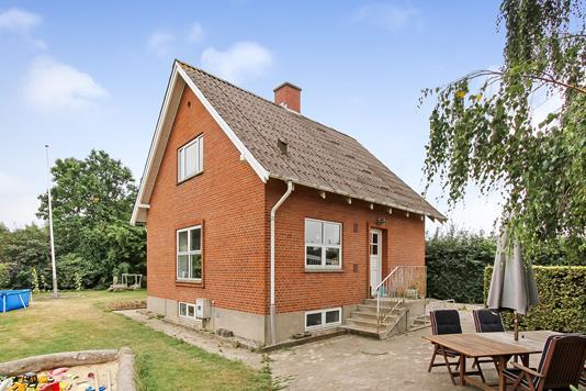 Villa på Danstrupvej i Ulstrup - Ejendommen