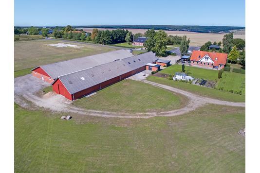 Landejendom på Kirkevej i Ulstrup - Område