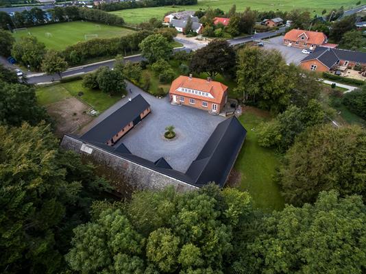 Landejendom på Skolegade i Thorsø - Ejendommen