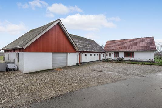 Landejendom på Brandstrupvej i Rødkærsbro - Ejendommen