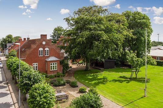 Villa på Ved Parken i Snedsted - Set fra vejen