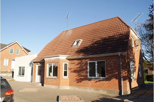 Villa på Bredgade i Hurup Thy - Set fra vejen