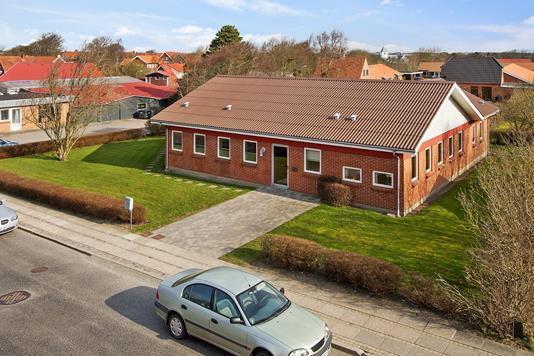 Villa på Nørre Alle i Hurup Thy - Set fra vejen