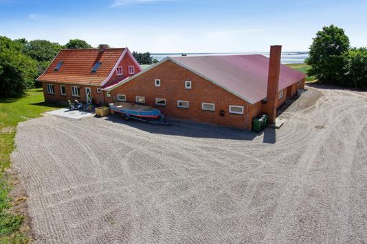 Villa på Serup Kirkevej i Thyholm - Set fra vejen