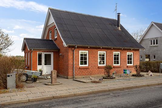 Villa på Tårnvej i Snedsted - Set fra vejen