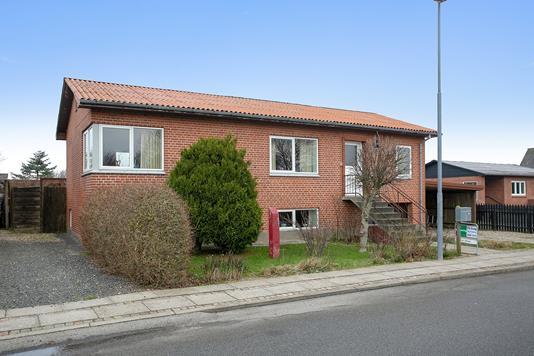 Villa på Vinkelvej i Snedsted - Set fra vejen