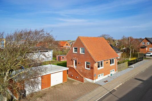 Villa på Sønder Alle i Hurup Thy - Set fra vejen