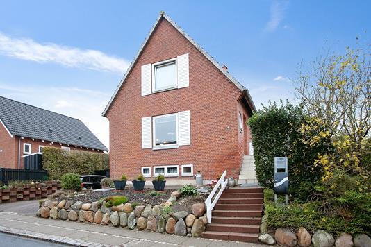 Villa på Fjordglimt i Struer - Set fra vejen