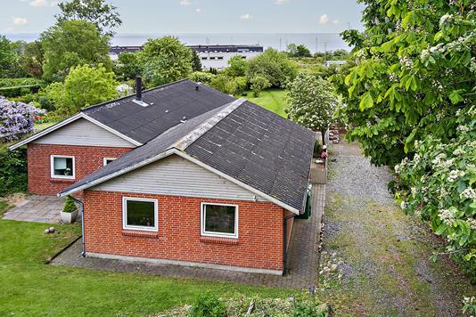 Villa på Fredensgade i Struer - Set fra vejen