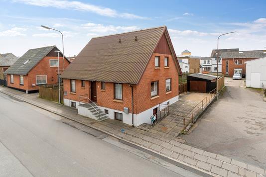 Villa på Østre Alle i Hurup Thy - Set fra vejen