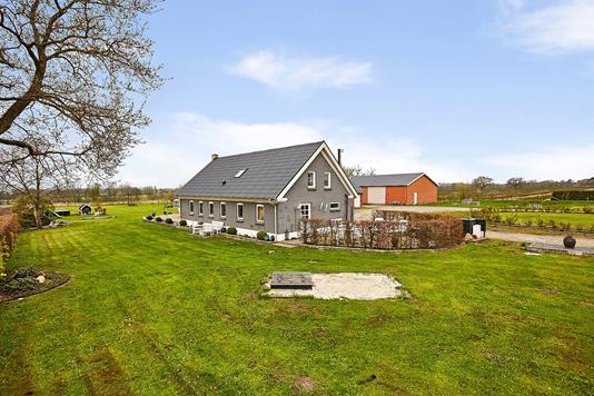 Villa på Hjortsvang Kærvej i Tørring - Ejendommen