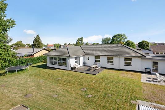 Villa på Stougårds Alle i Tørring - Ejendommen