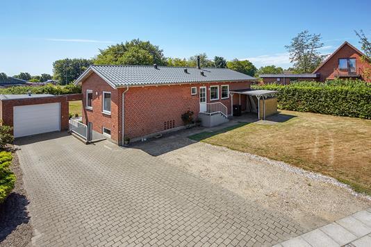Villa på Skolegade i Nørre Snede - Mastefoto