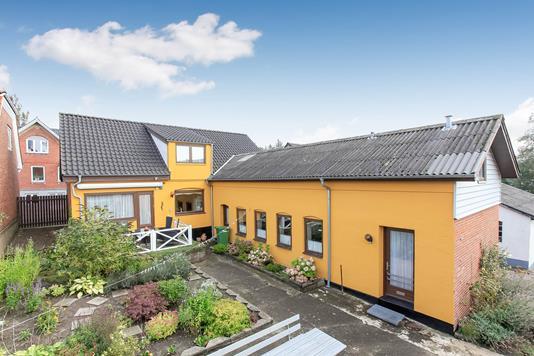 Villa på Hovedgaden i Rask Mølle - Mastefoto