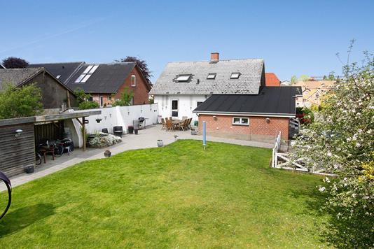 Villa på Hovedgaden i Rask Mølle - Ejendommen