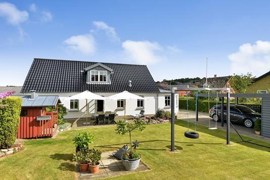 Villa på Bakkestien i Tjele - Have