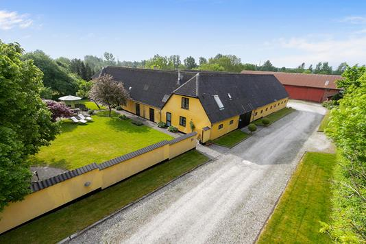 Landejendom på Harrestrupvej i Skovlunde - Ejendommen