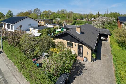 Villa på Birthevej i Skovlunde - Set fra vejen