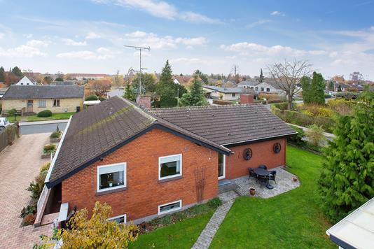 Villa på Jyttevej i Skovlunde - Set fra vejen