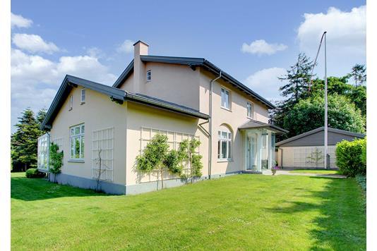 Villa på Skovvej i Hornbæk - Ejendommen