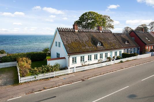 Villa på Nordre Strandvej i Ålsgårde - Set fra vejen