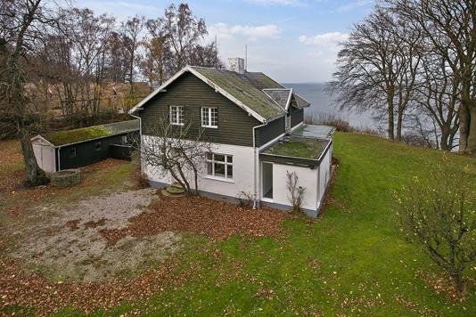 Fritidsbolig på Ellebakkevej i Ålsgårde - Set fra vejen