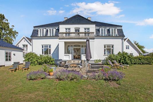 Villa på Sauntevej i Hornbæk - Ejendom 1