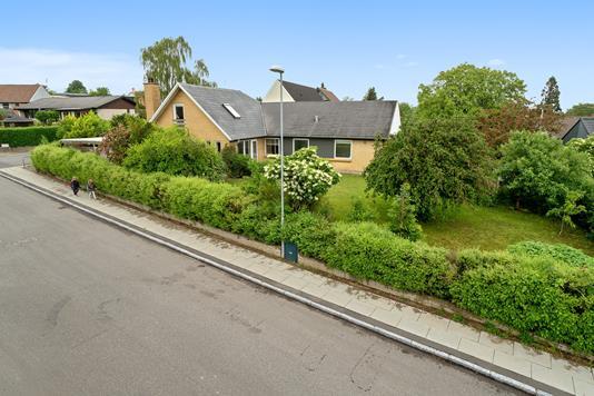Villa på Florasvej i Harlev J - Ejendommen