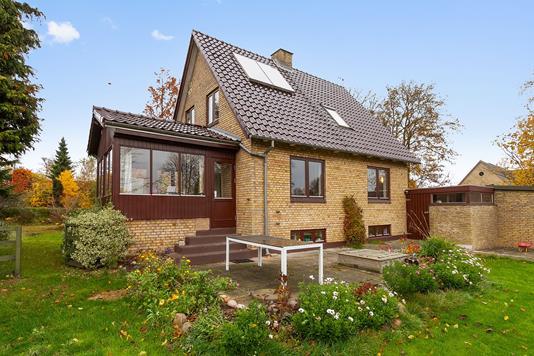 Villa på Framlevvej i Harlev J - Set fra haven