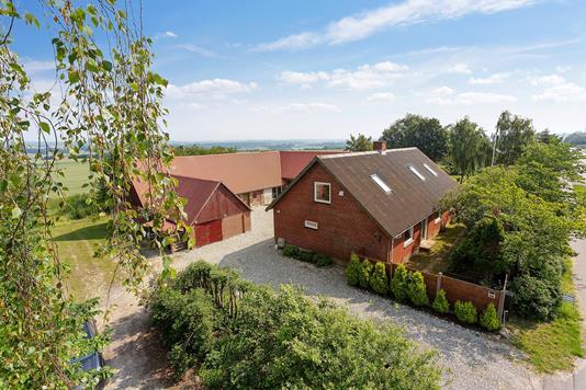 Villa på Silkeborgvej i Galten - Set fra vejen