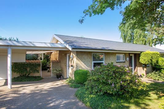 Villa på Grønhøjvej i Harlev J - Set fra vejen