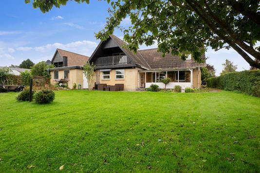 Villa på Vibevænget i Galten - Set fra haven