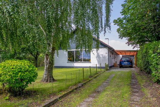 Villa på Hørslevvej i Harlev J - Set fra vejen