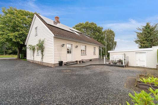 Villa på Lilleringvej i Harlev J - Ejendommen