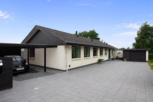 Villa på Hjejlevej i Sorring - Set fra vejen