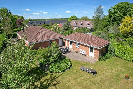 Villa på Vestre Skolevej i Galten - Ejendommen