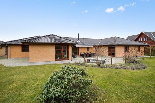 Villa på Bredsigbakke i Sorring - have